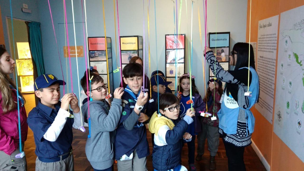 Alcateia Kaa visita o Museu da Vida