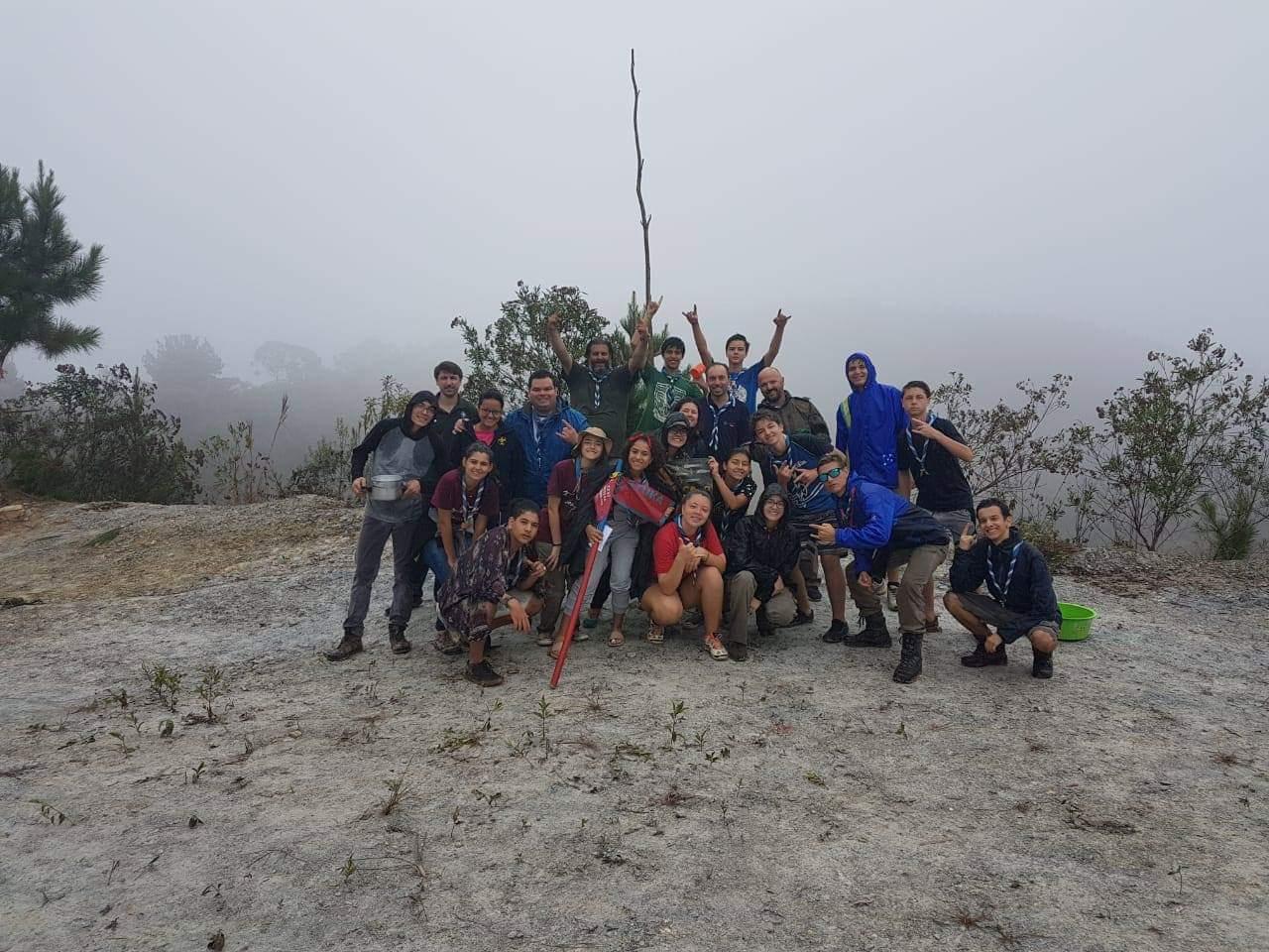 Tropa Sênior Pico Paraná acampa em mina