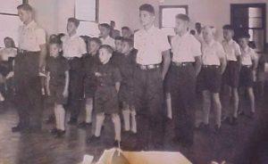 Os primeiros jovens do Santos Dumont em formação na data 18 de dezembro de 1958.